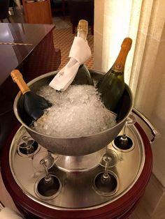 After an entire day spent walking in #Barcelona, the vignaiolo restores with a glass of @Ruinart Champagne. #vino #wine #vin #vín #wijn #viini #vynas #vein #vîns #biho #вина #bor #wino #víno #wein #vinho #vëre #κρασί #şarap