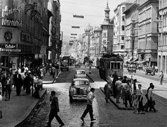 A hét fotója minden hétfőn az a kép, mely a Mai Manó Ház Facebook rajongói oldalán bemutatott A NAP FOTÓJA válogatásunkból az előző héten a legjobban tetszett nektek.    Fotó:Járai Rudolf: Rákóczi út. Budapest, 1959. MTI