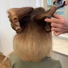 Isn't this a perfect hairstyle for wedding or prom is part of Hair upstyles - 50s Hairstyles, Braided Hairstyles, Wedding Hairstyles, Amazing Hairstyles, Hairstyles Videos, Hair Up Styles, Natural Hair Styles, Hair Blog, Hair Videos