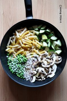 One pot pasta zucchini and mushrooms - Cooking Milie - Fanchon Bourcq One Pan Pasta, Pot Pasta, How To Cook Pasta, Vegetarian Recipes Dinner, Healthy Recipes, Zucchini, Veggie Casserole, Batch Cooking, One Pot Meals