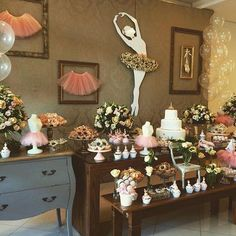 Festa Bailarina - Veja +80 Lindos Modelos com Dicas Incríveis Ballerina Birthday Parties, Birthday Table, Gender Neutral Baby Shower, Party Time, Party Favors, Table Settings, Table Decorations, Creative, Crafts