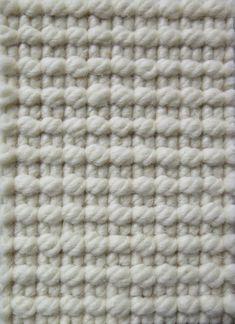 Alfombra trikot en un color blanco hueso. Alfombra 100% pura lana. Comprar tu alfombra trikot a medida en nuestra tienda online.