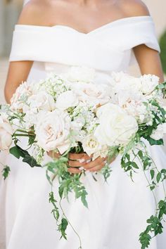 Romantic bouquet Photo: @thelockharts Wedding Bouquets, Wedding Flowers, Wedding Dresses, Luxury Wedding, Dream Wedding, Affair, Perfect Wedding, Wedding Events, Bridal Gowns
