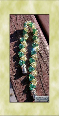 Pulsera Sol - Tupis de cristal Swarovski y delicas Miyuki con cierre imantado. Jewelry Boards, Bead Patterns, Perler Beads, Friendship Bracelets, Beading, Drop Earrings, Pearls, Bracelet Tutorial, Hipster Stuff