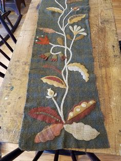 "Sharon Decooman: A fun project from Maggie Bonanomi, ""Botanical"". I improvised it, adding some more elements to fit the size runner I needed. Still need to add some embellishments for more interest."