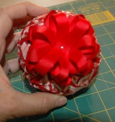 How to Make a Quilted Ornament Bow Top can't find it but look under ornament shop