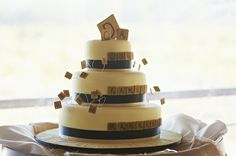 A book-loving montage for all of you bibliophiles | Offbeat Bride  http://offbeatbride.com/2012/04/bookish-wedding-montage