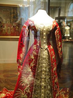 Court dress belonging to a Maid of Honour.