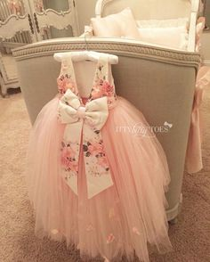 Absolutely gorgeous girls dress!