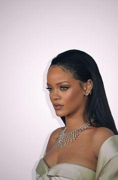♡ Ƒ օ ӏӏ օա N ƒ օɾ ʍօɾ ҽ թ ins y օ u& ցօ nnɑ ӏÖ . - ♡ Ƒ օ ӏӏ օա ƒ օɾ ʍօɾ ҽ թ ins y y u& ցօ nnɑ ӏ օ ѵҽ ️ - Mode Rihanna, Rihanna Riri, Rihanna Style, Beyonce, Rihanna Outfits, Rihanna Makeup, Photocollage, Bad Girl Aesthetic, Bad Gal