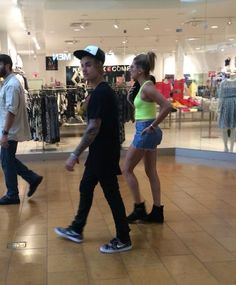 Justin Bieber And Hailey Baldwin Shopping In Palm Springs After Getting Kicked Out Of Coachella - http://oceanup.com/2015/04/15/justin-bieber-and-hailey-baldwin-shopping-in-palm-springs-after-getting-kicked-out-of-coachella/