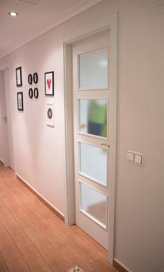 Antes y el después de pintar las puertas de casa con Autentico Chalk Pant. Sin lijar y sin apenas esfuerzo conseguirás darle un nuevo aspecto a tus puertas