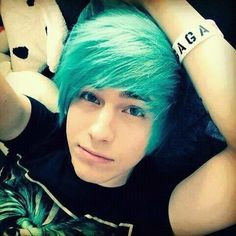 wanna give your hair a new look ? Emo hairstyle is a good choice for you. Here you will find some super sexy Emo hairstyle, Find the best one for you, Emo Hairstyles For Guys, Emo Haircuts, Boy Hairstyles, Cute Emo Guys, Hot Emo Boys, Emo Girls, Blue Hair Tumblr, Boys Blue Hair, Teal Hair