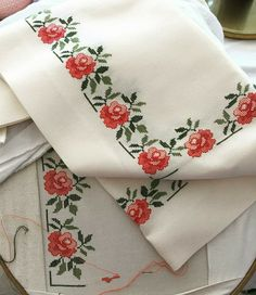 Kaneviçelerim Simple Cross Stitch, Cross Stitch Rose, Cross Stitch Borders, Crochet Borders, Cross Stitch Alphabet, Cross Stitch Flowers, Cross Stitch Kits, Cross Stitch Charts, Cross Stitch Designs