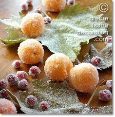 Christmas table decoration idea for unique Christmas table centerpieces! Easy to make, great country Christmas table decorating ideas. Xmas Table Decorations, Christmas Table Centerpieces, Christmas Table Settings, Christmas Table Decorations, Decoration Table, Country Christmas, All Things Christmas, Christmas Holidays, Christmas Recipes