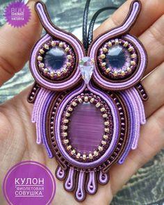 "Páči sa mi to: 54, komentáre: 4 – виктория параева (@biju_soutage) na Instagrame: ""Ещё одна сутажная совушка под заказ в таком сочетании цветов готова, скоро будет радовать свою…"" Soutache Necklace, Beaded Earrings, Beaded Jewelry, Bead Embroidery Jewelry, Beaded Embroidery, Quilling Jewelry, Jewelry Art, Handmade Felt, Button Crafts"