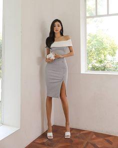 Asian Beauty, Korean Beauty, Satin Skirt, Asian Woman, Parka, White Dress, Beautiful Legs, Womens Fashion, Sexy