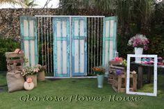 Vintage door for Photo booth with jasmine garlands deco
