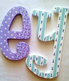 Letras infantiles Letras de madera sala de juegos por PoshDots Painted Initials, Painting Wooden Letters, Painted Letters, Wedding Letters, Hanging Letters, Nursery Letters, Crafts To Make And Sell, Paper Decorations, Lettering Design