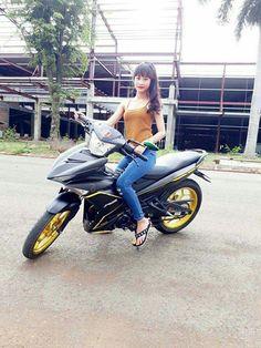 Scooter Girl, Racing Team, Raiders, Biker, Motorcycle, Flip Flops, Motorcycles, Beach Sandals, Motorbikes