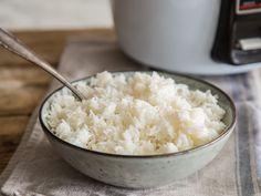 Wie geht das genau mit dem Reiskochen? Wie verhinderst du, dass er matschig wird oder anbrennt? Und wie unterscheidet sich die Zubereitung je nach Reissorte? Mit diesen Tipps wirst du zum wahren Reisexperten.