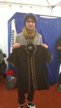 Nggak cuma Prilly, tapi ada Aliando Syarief juga loh yang mendonasikan baju…