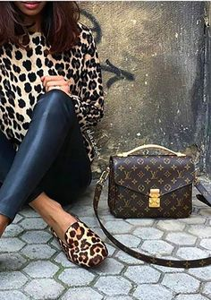 Leopard print top and shoes with leather jeans. / chic handbag.