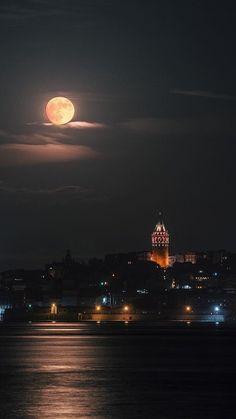 The best restaurant in Istanbul Beautiful Nature Wallpaper, Beautiful Moon, Beautiful Landscapes, Beautiful Places, Moon Photography, Landscape Photography, Photography 2017, Photography Backgrounds, Photography Classes