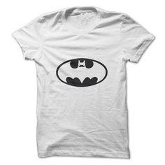 Camiseta Batman Mustache. Até o Batman entrou na onda hipster nesta camiseta do Batman de bigode.Você vai impressionar seus amigos com esta camiseta de super heróis do Batman Exclusiva da nossa loja de camisetas online, CamisetasNet.com