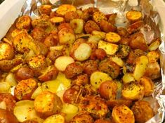 8 TIPS for perfect roasted potatoes. The BEST ever easy to make Oven Roasted Red Skin Potatoes! Easy Potato Recipes, Easy Healthy Recipes, Whole Food Recipes, Easy Meals, Cooking Recipes, Game Recipes, Veg Recipes, Cooking Ideas, Cooking Time