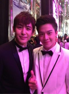 [♥] 2PM's Nichkhun with March Chutavuth. ❝@Khunnie0624 พี่นิชคุณครับ เอารูปมาฝากครับพี่ ❞ #2PM #Nichkhun #MarchChutavuth #SevenSomething © March Chutavuth's Twitter. https://twitter.com/marchutavuth