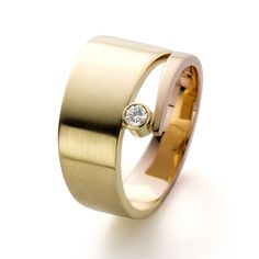 Two tone gold ring with a diamond. www.hoogenboombogers.com