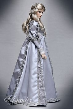 Fashion Dolls  ......47.22.6 qw