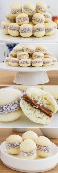 Lo mejor de todos Alfajorcitos de Maicena es de mi Madre. #alfajorcitos #alfajores #alfajor #maicena #dulcedeleche #coco #coconut #dulces #pan #panfrances #pantone #panes #pantone #pan #receta #recipe #casero #torta #tartas #pastel #nestlecocina #bizcocho #bizcochuelo #tasty #cocina #chocolate Si te gusta dinos HOLA y dale a Me Gusta... Cookie Recipes, Dessert Recipes, Mini Desserts, Mini Cakes, Cake Pops, Sweet Recipes, Love Food, Donuts, Cookies