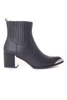 Μποτάκι Favela. Ύψος Τακουνιού : 6 cm Chelsea Boots, Booty, Ankle, Shoes, Women, Fashion, Moda, Swag, Zapatos