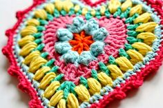 We love hearts, and better if they are made from crochet! To those who are crochet heart lovers, we made a compilations of hearts and their diagrams, from the net. Hope you enjoy, as much as we do.
