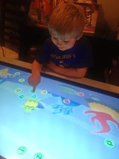 3 Things My Kids LOVE About Their SMART Table - Could you imagine having this in your classroom?!?