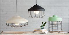 Een diepe hanglamp, in grijs. | made.com