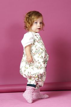 The What Mother Made girls pantaloon has been designed in detailed denim floral print with contrasting pocket and ankle cuff  The childrens pantaloon is available for children aged newborn to 3 years old. We've also added in buttons to the inside leg to make nappy changing easier too.  The arm holes are wide to allow plenty of freedom and movement http://www.whatmothermade.co.uk/girls-clothes-what-mother-made/girls-denim-pantaloon-in-floral-denim-and-contrast-cord-trim
