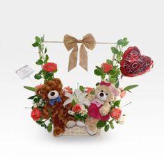 Peluches de amor con Rosas y Lirios (FO-2) Flower Bouquet Diy, Valentines Day, Christmas Ornaments, Holiday Decor, Flowers, Gifts, Love Gifts, Fake Flower Arrangements, Farm Wedding