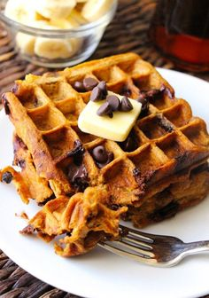 These healthy pumpkin waffles are lightly flavored with pumpkin and spices, loaded with chocolate chips and chopped pecans, and drizzled with pure maple syrup. There's nothing better than a huge stack of warm, melty waffles dripping in syrup on a Sunday m Pumpkin Recipes, Fall Recipes, Oven Baked French Fries, Pumpkin Spice Waffles, Waffle Iron Recipes, Pumpkin Chocolate Chips, Chocolate Waffles, Pancakes And Waffles, Fluffy Waffles