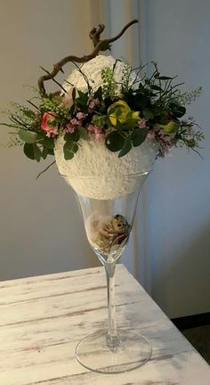 Most current Pic Ostern Vase Strategies Among the most beautiful and elegant varieties of plants, we cautiously selected the matching people Easter Projects, Easter Crafts, Diy Osterschmuck, Easter Table Decorations, Diy Ostern, Pinterest Diy, Egg Decorating, Easter Wreaths, Ikebana