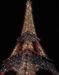 The Eiffel Tower Art Print by Yana Potter artist - X-Small Iphone Wallpaper Tumblr Aesthetic, Aesthetic Pastel Wallpaper, Aesthetic Backgrounds, Aesthetic Wallpapers, Beste Iphone Wallpaper, Iphone Background Wallpaper, Look Wallpaper, Glitter Wallpaper, Bedroom Wall Collage