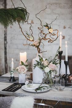 Keep your winter wedding decor understated with a minimal + natural tablescape.