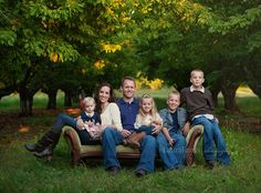 cute family photo | laura farris photography | This could also be cute on a bench