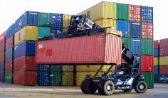 FANTUZZI Contstacker heavy container reach stacker in action October 2013