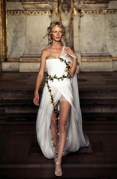 Goddess inspiration - Alexander McQueen for Givenchy Haute Couture S/S 1997 Alexander Mcqueen, Greek Fashion, High Fashion, Greek Inspired Fashion, Greek Dress, Greek Goddess Dress, Greek Goddess Costume, Greece Goddess, Toga Party