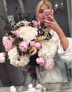 pin me at paulassofiaa My Flower, Flower Power, Beautiful Flowers, Romantic Flowers, Alena Shishkova, Feeds Instagram, Instagram Posts, Planting Flowers, Floral Arrangements