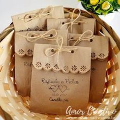 Scalloped edge with twine or ribbon. Embalagens para Lembrancinhas: 29 Ideias Criativas com Passo a Passo Cookie Packaging, Soap Packaging, Packaging Ideas, Pretty Packaging, Creative Gift Wrapping, Creative Gifts, Wedding Favours, Wedding Gifts, Homemade Gifts