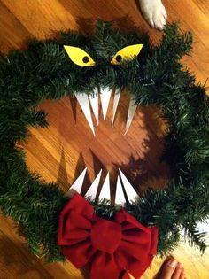 DIY Nightmare Before Christmas Haunted Mansion Wreath Tutorial.This makes me think of Laina Nightmare Before Christmas Decorations, Nightmare Before Christmas Halloween, Halloween Christmas, Halloween Crafts, Christmas Time, Christmas Wreaths, Christmas Crafts, Origami Halloween, Xmas